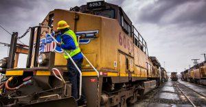 Union Pacific and CSX CEOs say US economy still looks pretty good
